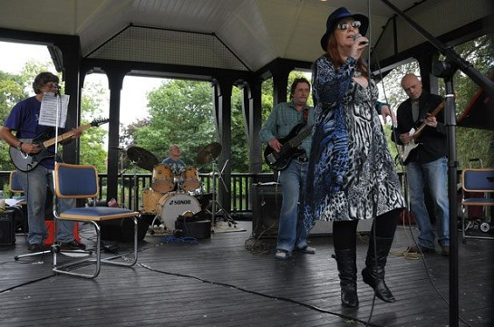 RoXi and the Blue Cats: blues\blues-rock quintet from Enfield, UK played in E116 of the ArenaCast