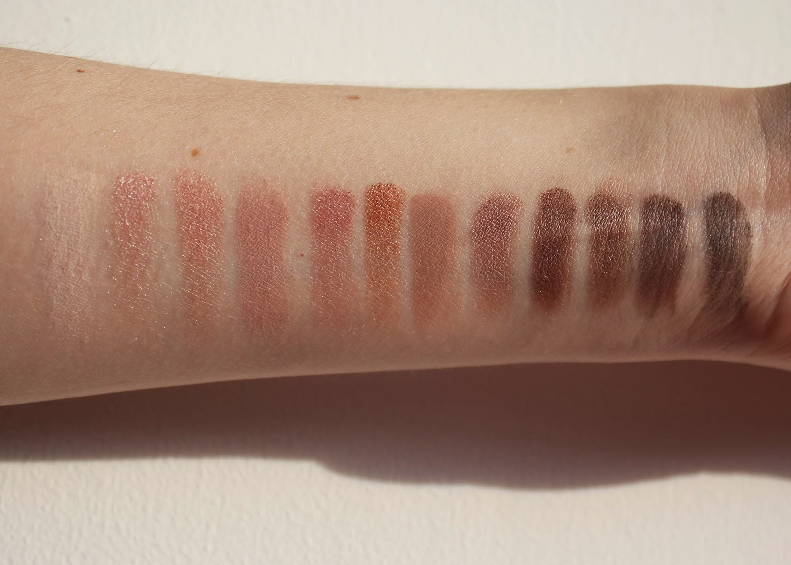 Makeup Revolution Eyeshadow Palette Iconic 3 Swatch