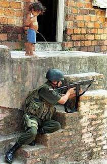tentara Inilah Foto Aksi Tentara Kocak