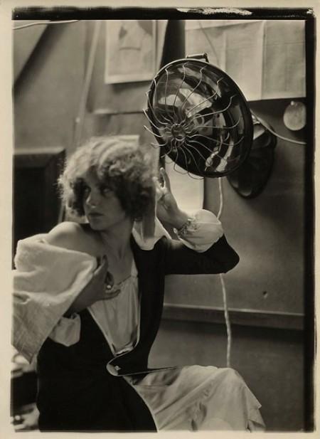 Hair Dryer 1920s ~ Vintage photos of hair dryers everyday
