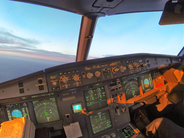 Adventures of Cap'n Aux, Cap'n Aux, A320, Airbus, Blog, cockpit, sunset, A321