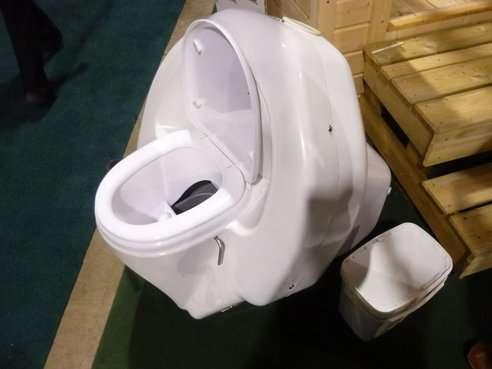 Vaso sanitário ecológico congela fezes para compostagem