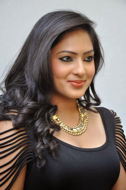 Actress Nikesha Patel Latest  Pictures in Black Short Dress 31.JPG