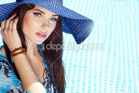 beautiful-natural-woman-smiling-in-pool-on-summer-vacations - نصائح للحفاظ على جمالك فى فصل الصيف