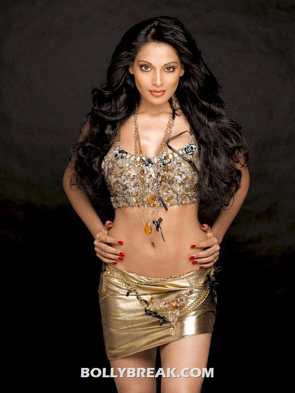 Bipasha basu Hot Navel show in short dress - Bipasha basu Hot Navel