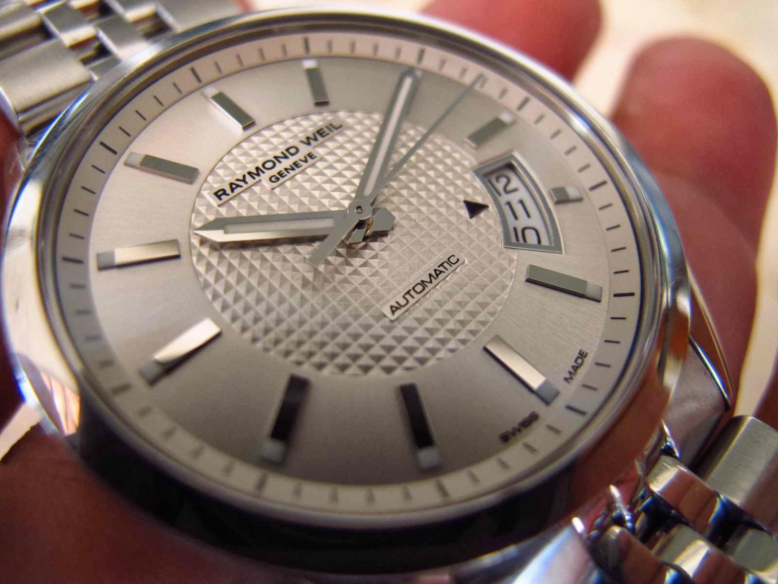 Rantai panjang sekali Kaca Sapphire Crystal Cocok untuk Anda yang sedang mencari jam tangan dengan dial cerah putih automatic Swiss made