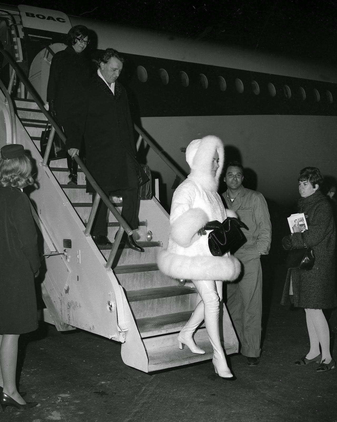 Elizabeth-Taylor-Arriving-In-New-York-1968