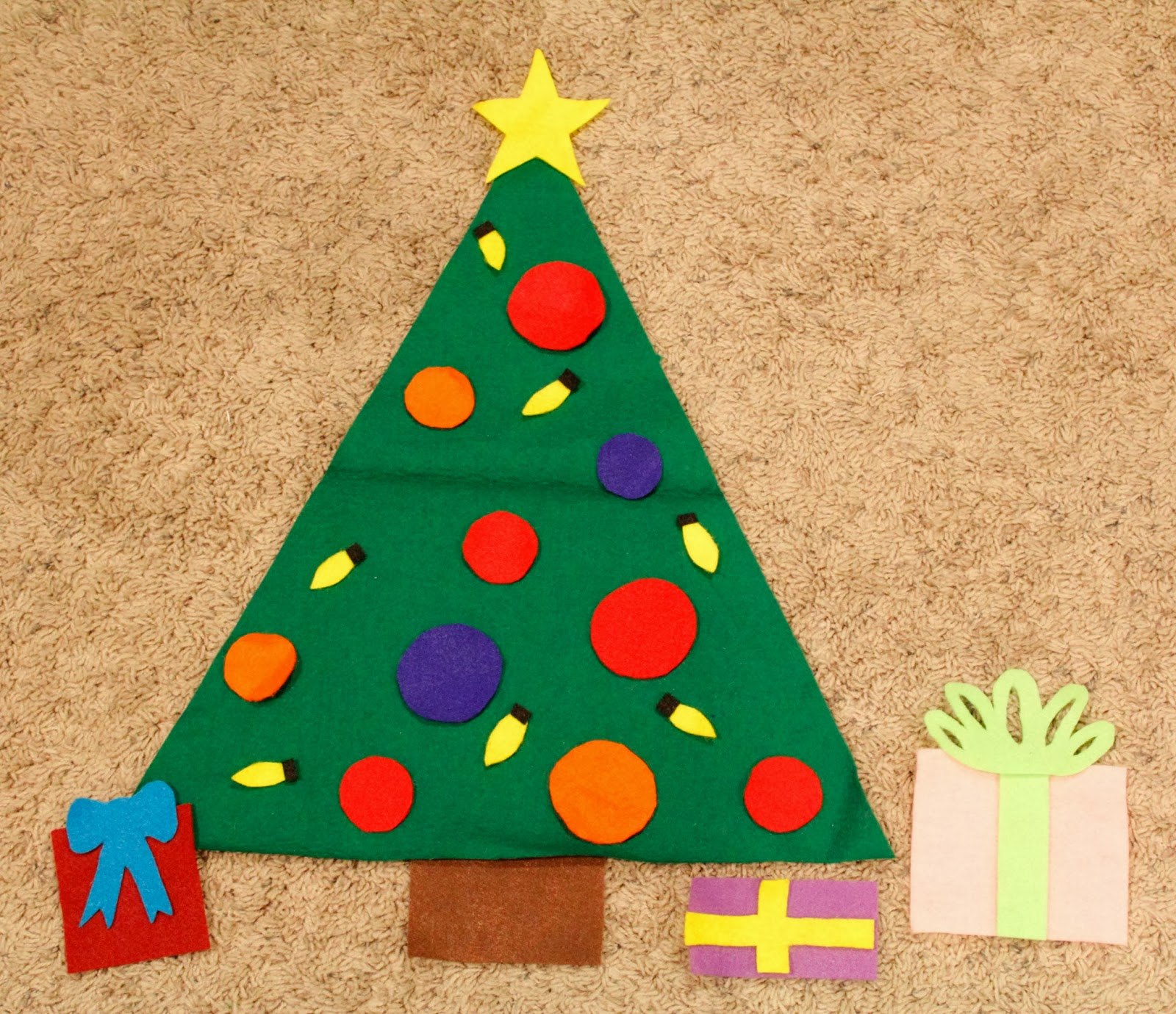Potpourri Mommy: Felt Christmas tree