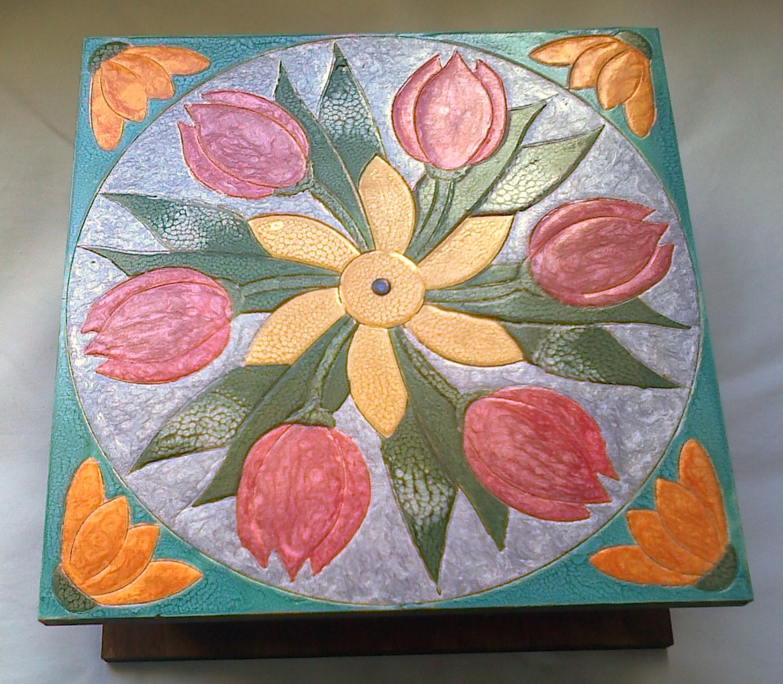 Caixa de madeira pintada