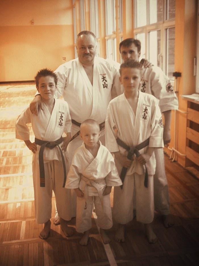 Czarny pas, niebieski pas, biały pas, karate, oyama, stopnie karate