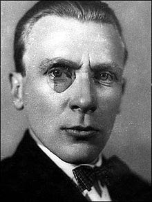 фотография с моноклем 1920-е г. г.