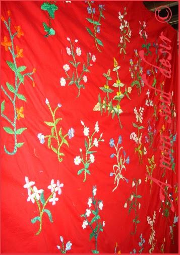 Mille Fleurs rouge médiévale broderie La Dame à la Licorne reconstitution grandeur nature projet photos Moyen Age