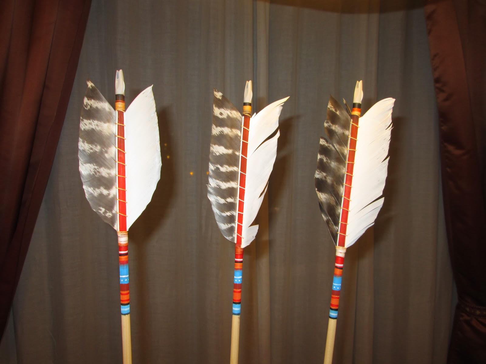 La flecha de madera emplumando flechas - Maderas para arcos ...