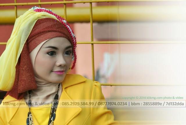 Model Hijab / Model Jilbab pada Hunting Bareng & Buka Bareng Komunitas Fotografer Banyumas - Minggu, 20 Juli 2014 di GOR Satria Purwokerto