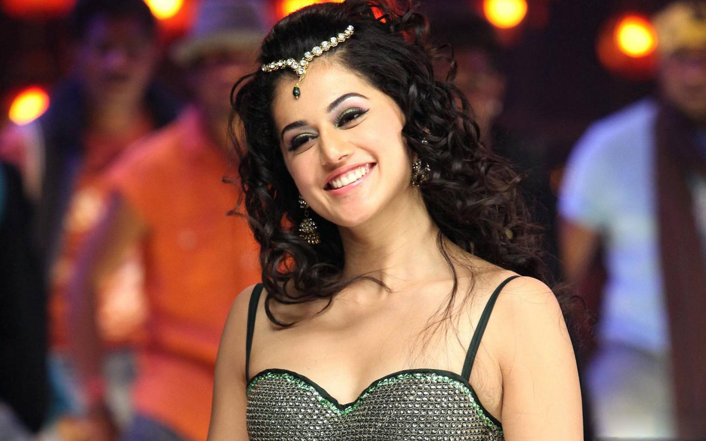 Tamil actress taapsee pannu hd wallpaper - Tamil heroines hd wallpapers ...