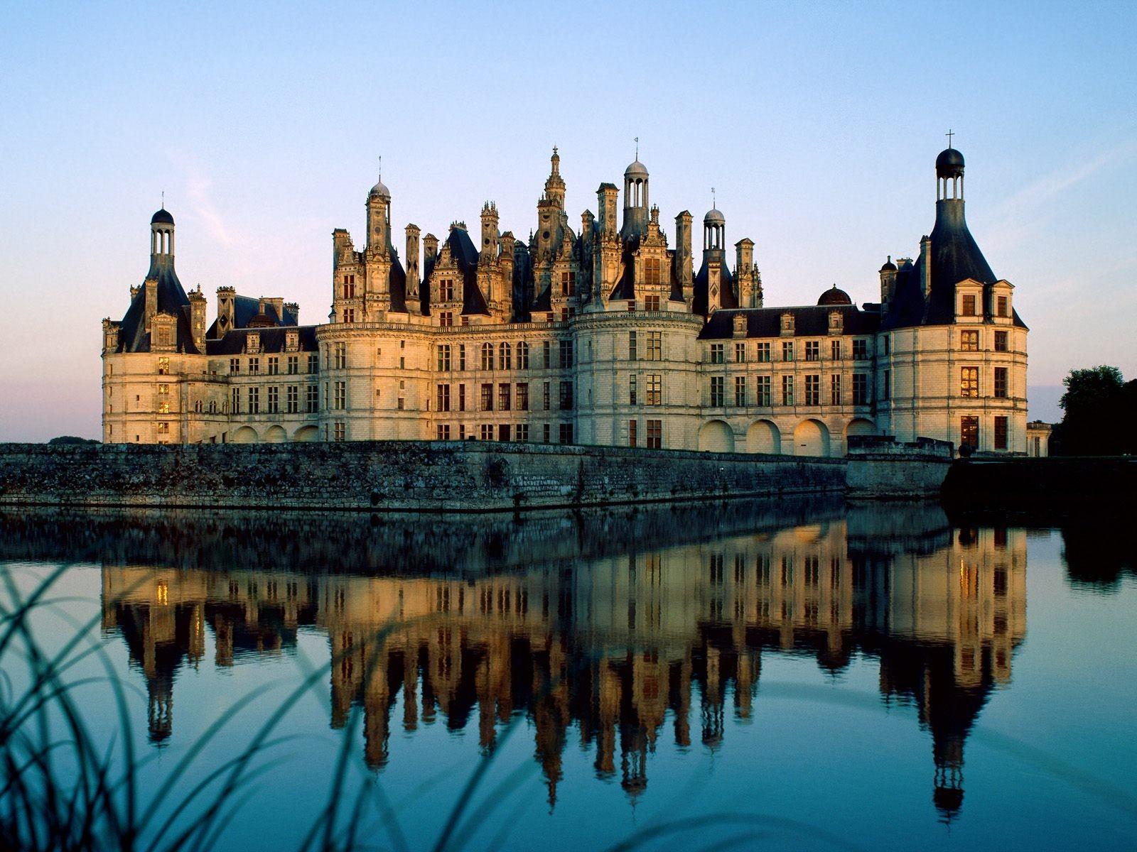 http://3.bp.blogspot.com/-9zip8GYhVGo/UBdvJ7iyDWI/AAAAAAAABdg/i0W_IPVgrPg/s1600/Beautiful+Chateau+Desktop+Wallpaper.jpg