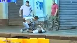 Ladrão leva chute na cabeça e desmaia