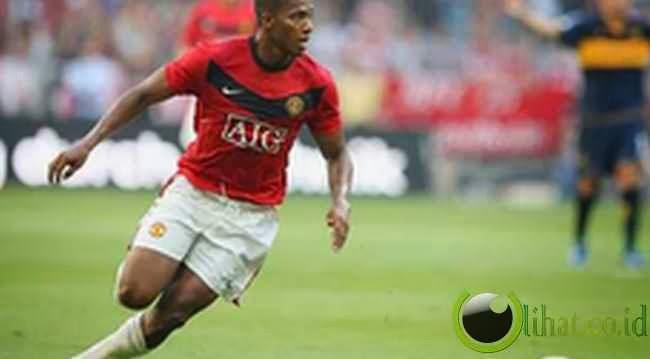 Antonio Valencia (Man United) : 35,20 km /jam