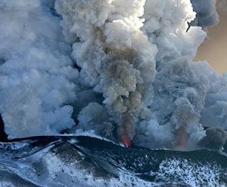 Volcán  Tolbachik  en erupción, 17 de febrero de 2013