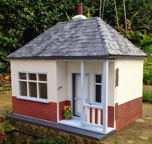 Dollhouse Miniatures Texas: Julie's Dolls House Blog: 1/12th Scale Seaside Bungalow