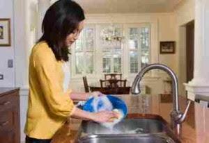 Cara Mencuci Piring, Gelas, dan Peralatan Dapur Lainnya