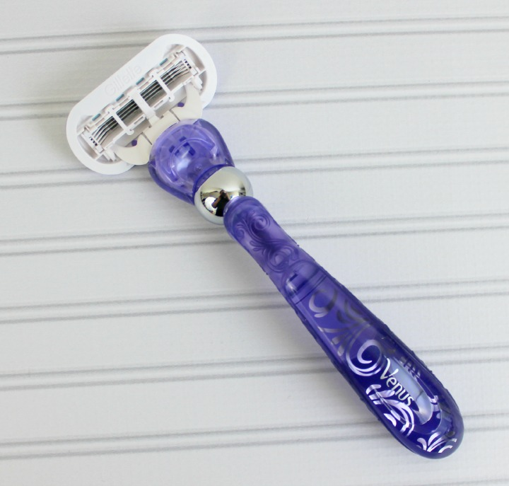 Gillette® Venus Swirl™ razor flexiball