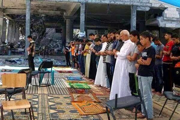 Solat Jumaat Di Runtuhan Masjid