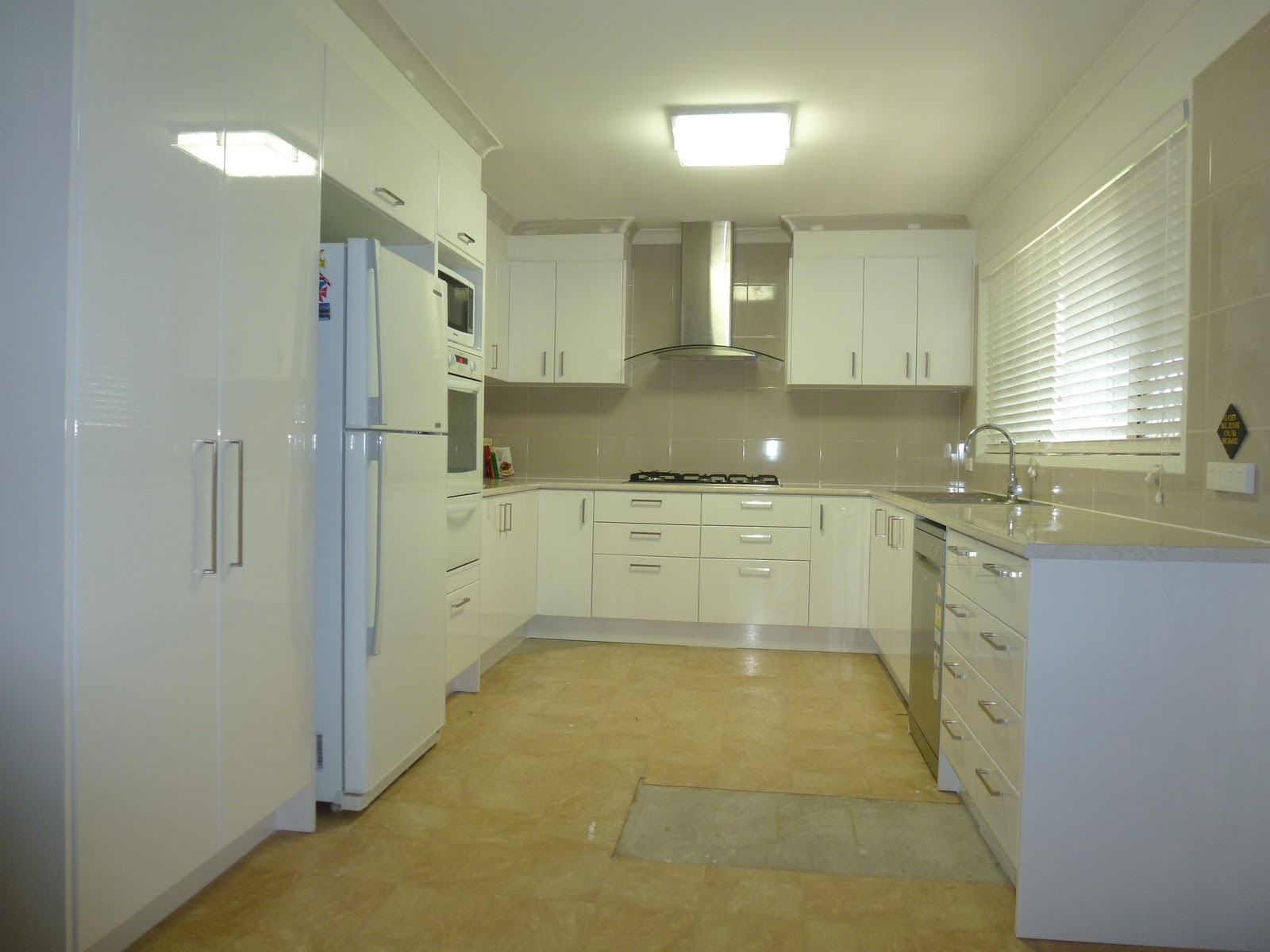 Kitchen flat pack kitchens bunnings warehouse images for Flat pack kitchen cabinets perth