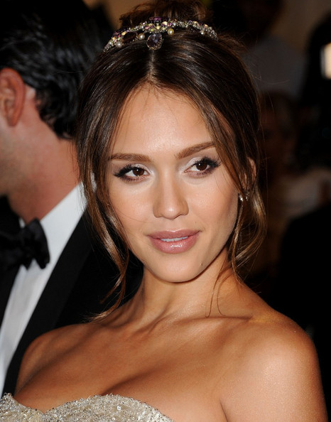 Jessica Alba styled her hair in a classic up-do for the MET Gala, 2011