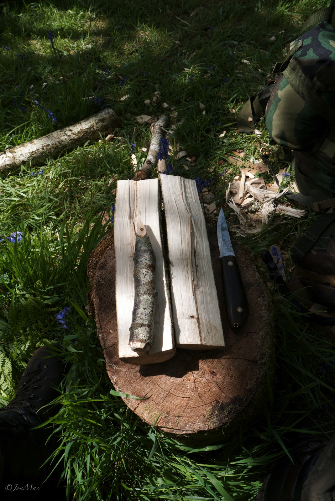 cleaved wood+glut+machris bushcraft knife