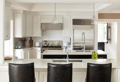 closer look to the kitchen island that doubles as breakfast table
