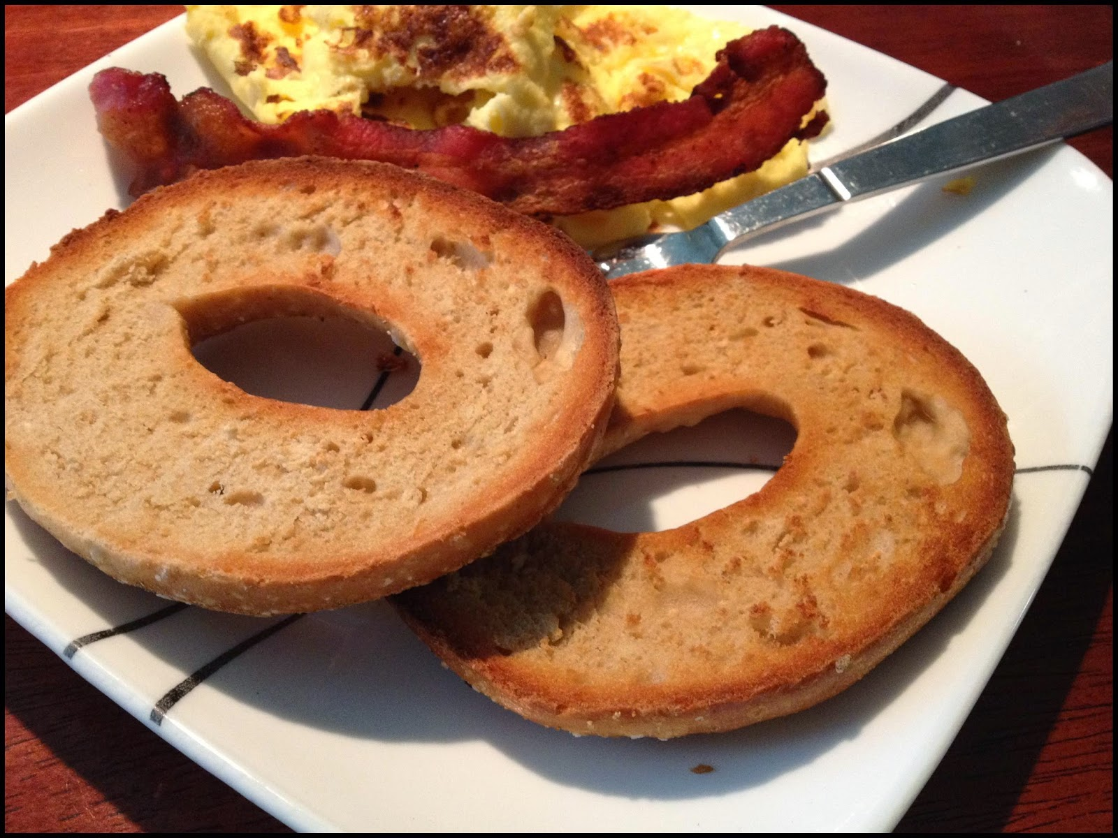 Oven toasted bagels- Perfectly timed bagels, eggs & bacon with this quick tip! ~ Life in Random Bits #breakfast #tips