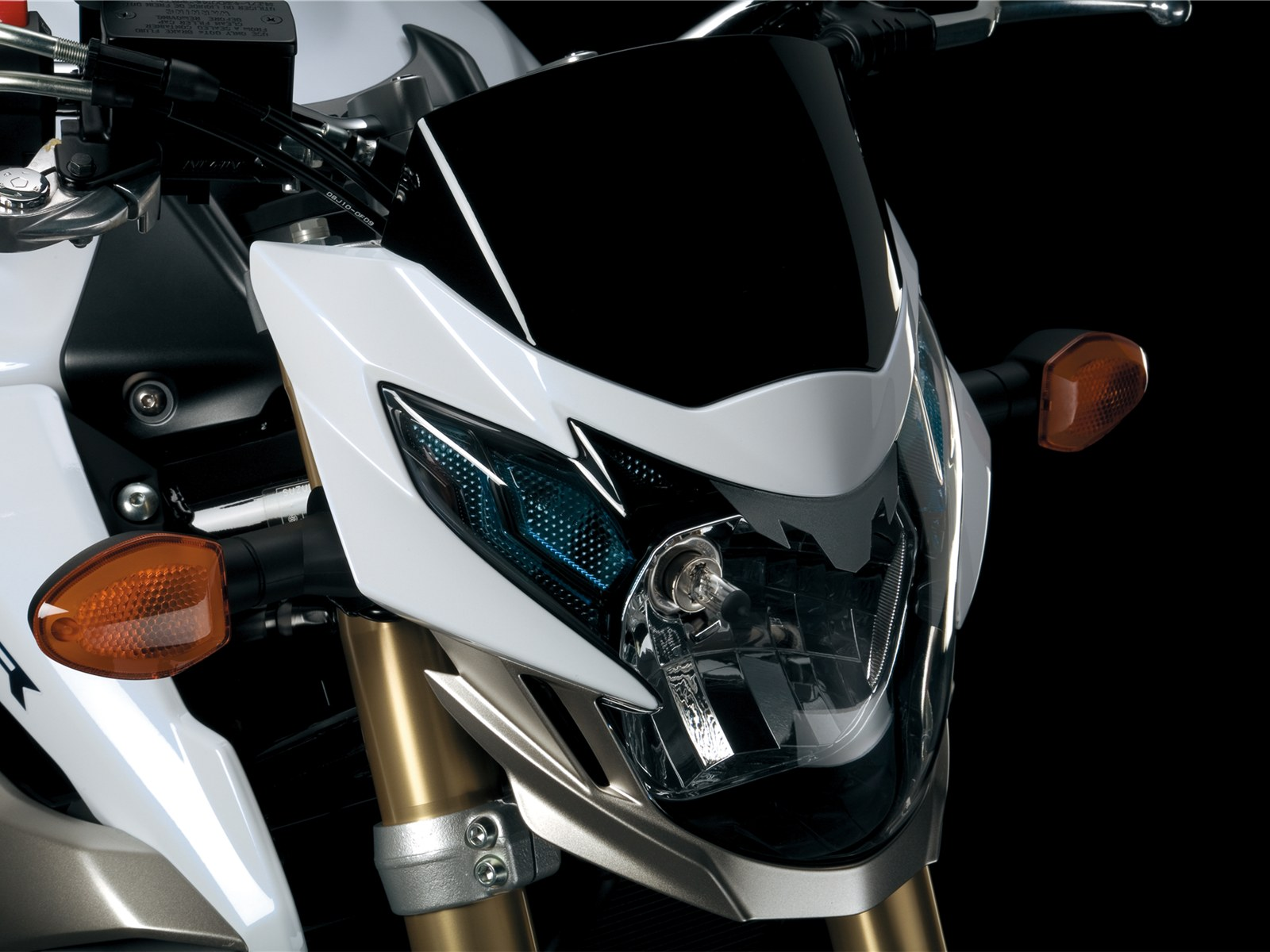http://3.bp.blogspot.com/-A0PtqE1kSZI/TeeoLoEKk6I/AAAAAAAAA5Q/3KdBdEwjlTg/s1600/2011-Suzuki-GSR750-Headlight.jpg