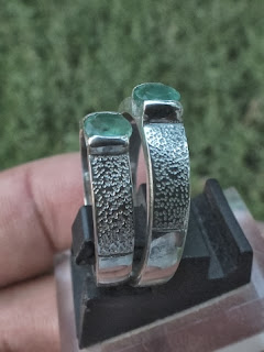 natural emerald set on silver ring