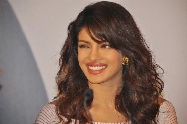 Priyanka Chopra :Priyanka Chopra's Top 25 Hot Photos/Pics In (Skirt,Shorts,Saree,Pants) HD Photos