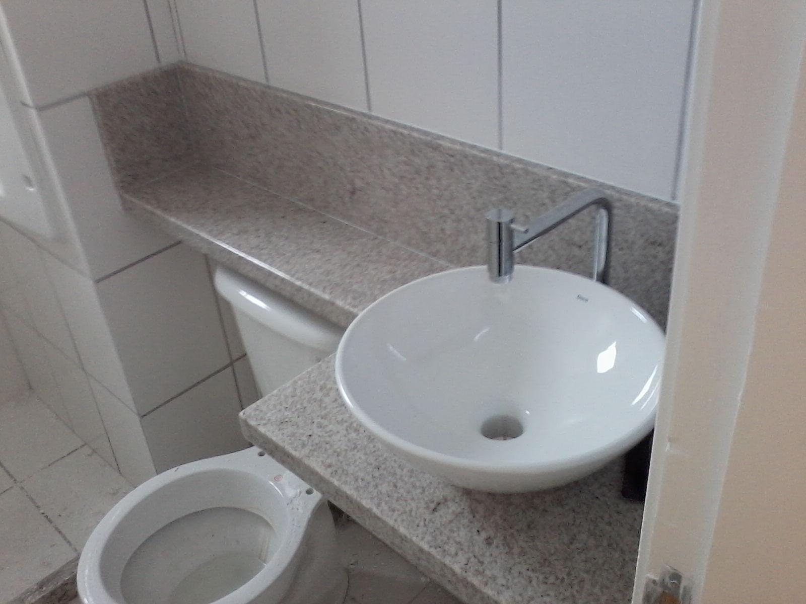 banheiro depois do armário instalado irá ficar mais charmoso. Tá  #5A6771 1600x1200 Armario Banheiro Coluna Pia
