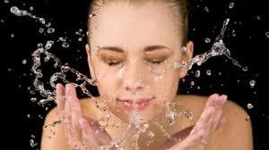 Cara Mencegah Jerawat dengan Mencuci Wajah