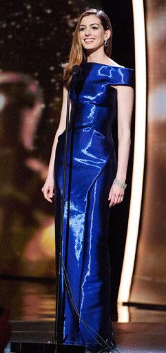 Anne-Hathaway-Oscar-dress