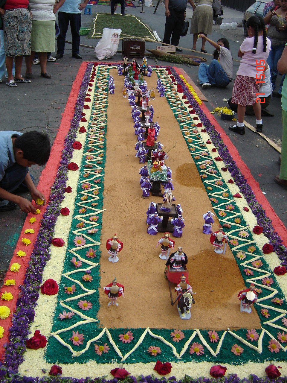 Guatemala en fotografia tradiciones alfombras de semana for Antigua alfombras