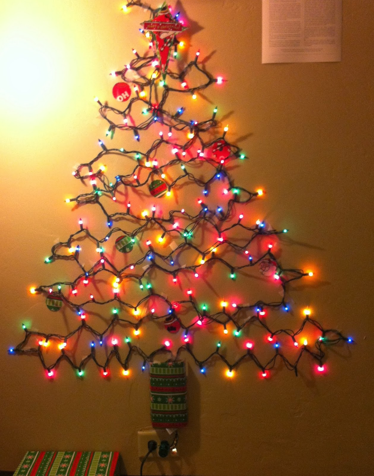Wall Tree Made Of Lights : Christmas on a Budget: Alternative Christmas Tree Ideas