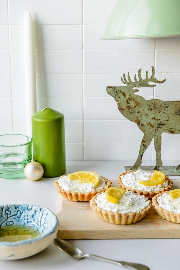 Cottage cheese tartlets with caramelized lime