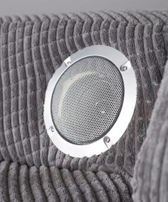 sofá con sistema de sonido incluido