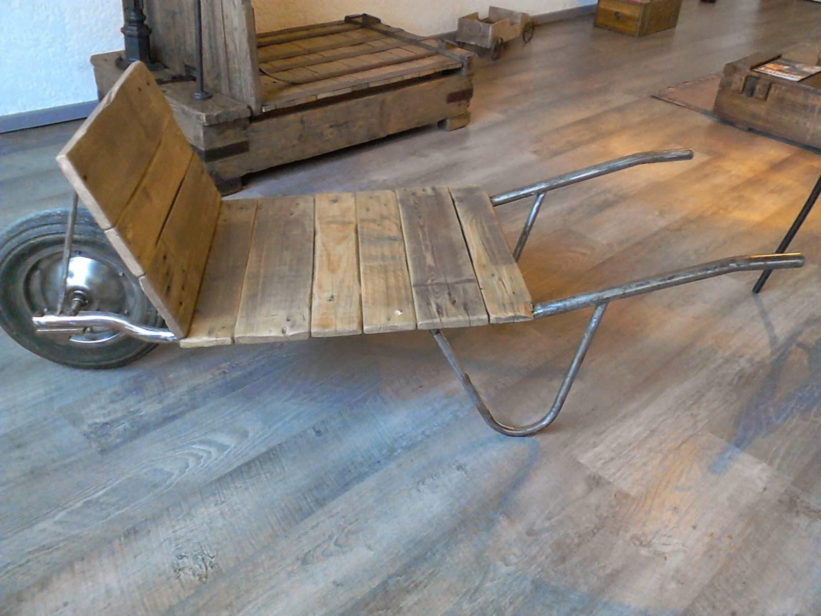 Meubles et objets d coration style industriel - Vieilles planches de bois ...