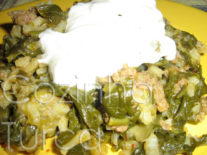 Estufado de Espinafres com Molho de Iogurte e Alho (Yoğurtlu Ispanak)