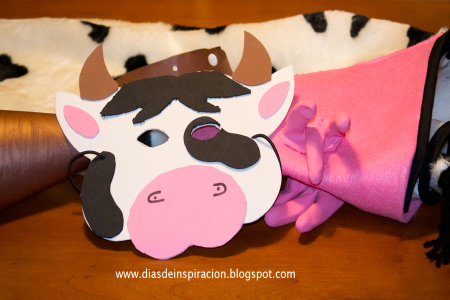 Como hacer un disfras de vaca con material reciclable d for Como construir piletas de material