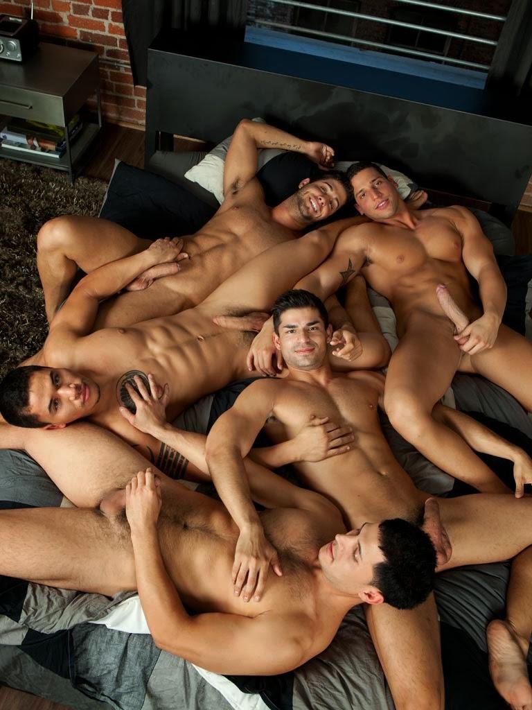 Hommes rasant les hommes nus