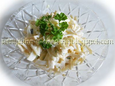 Салат из кальмаров с яблоком