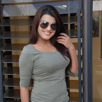 Tashu kaushik sexy melons in tight t-shirt