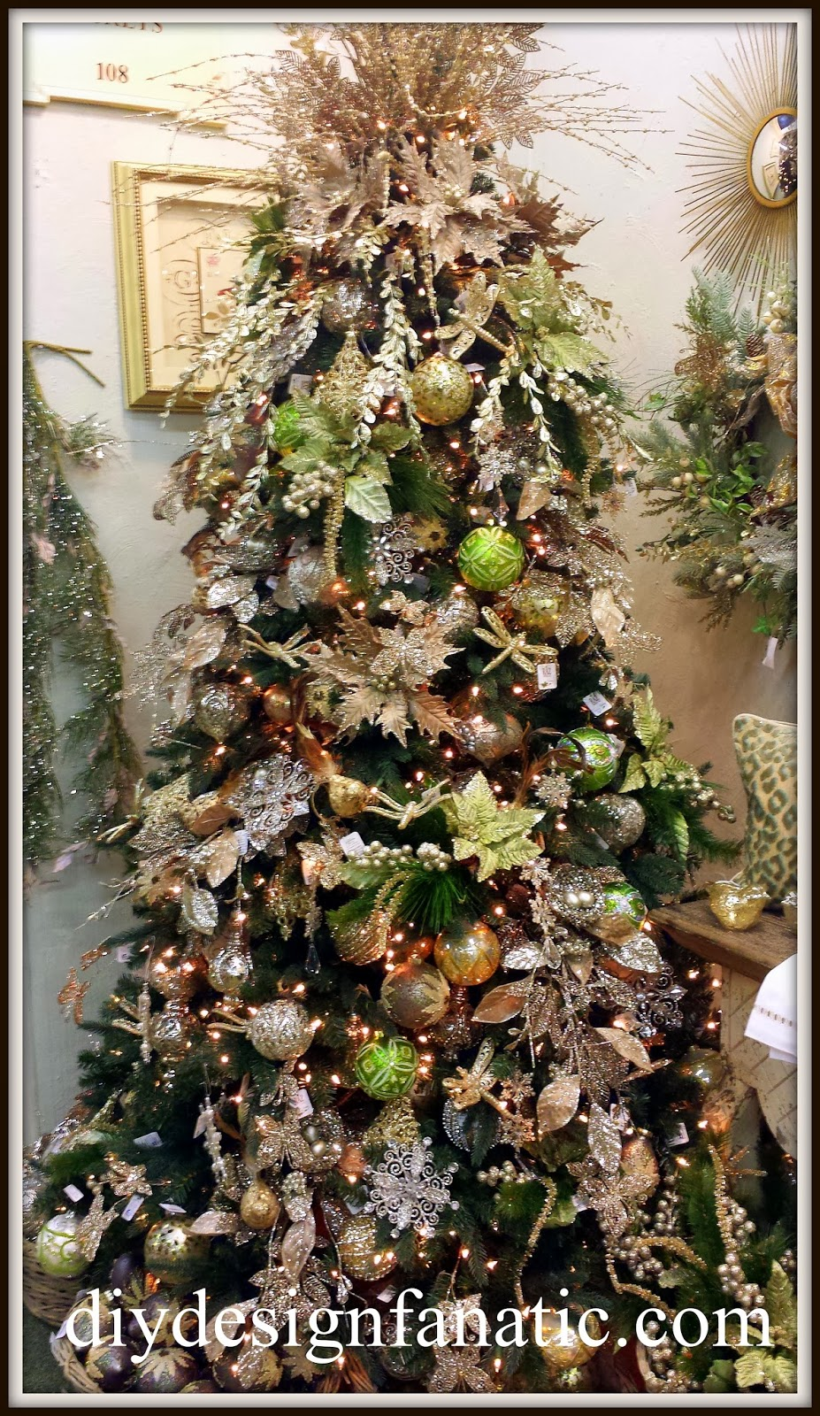 Diy design fanatic are you ready here comes christmas for Green and gold christmas tree