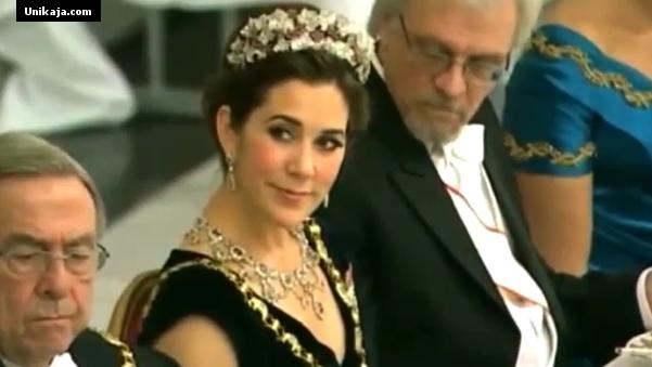 image 1 Video Nakal Pentti Arajarvi, Suami Presiden Finlandia  Ngintip Belahan Dada Putri Denmark